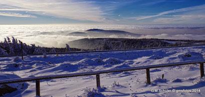 Inversionswetter auf dem Brocken mit dem Blick auf die einstige Wurmbergschanze.