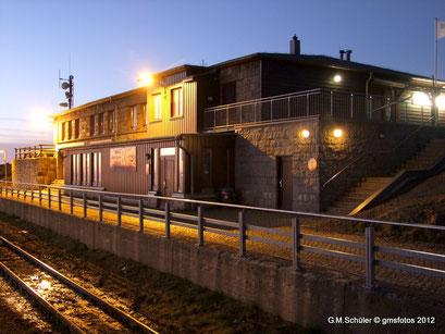 Der Brockenbahnhof im Morgenlilcht