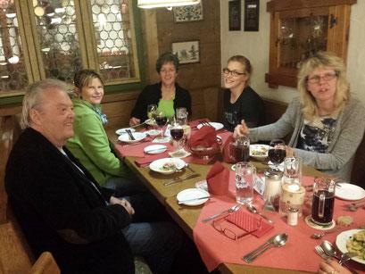 Unsere Gruppe beim Abendessen