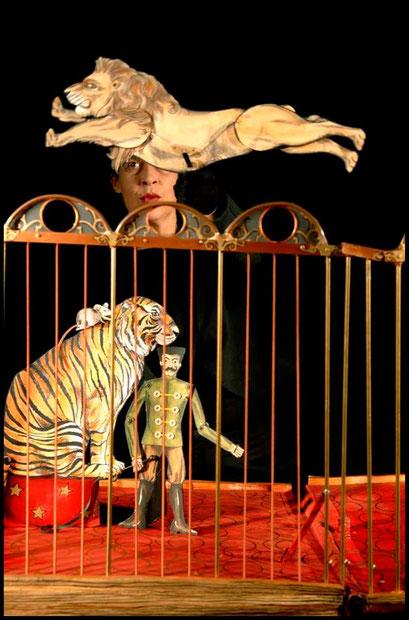 le pop up cirkus spectacle de cirque et de marionnettes tout public d s 2 ans theatre l 39 articule. Black Bedroom Furniture Sets. Home Design Ideas