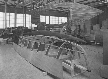 foto van 1 dec 1939 . 1e prototype in aanbouw