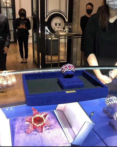 Ecrin haute joaillerie sur mesure fabriqué en France à Paris By Malle2luxe. Bijou Broche Anna Hu