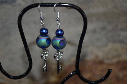 Modeschmuck Ohrringe aus alten Perlen handgefertigt. Unikat aus der Werkstatt von Zeitzeugen-Manufactur. 4,00 €