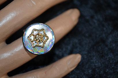 Ring aus Aludraht und einem Musterknopf. Unikat, Design by Zeitzeugen-Manufactur. Handarbeit. 5,00 €