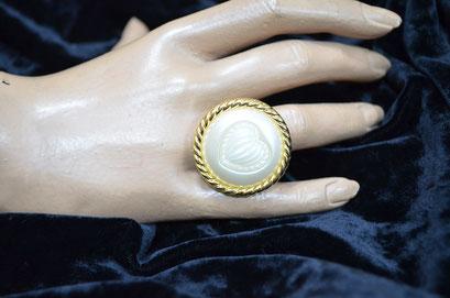 Ring aus Aludraht und einem Musterknopf. Design by Zeitzeugen-Manufactur, Unikat, Handarbeit. 5,00 €