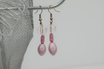 Modeschmuck Ohrringe aus alten und neuen Perlen handgefertigt. Unikat aus der Werkstatt von Zeitzeugen-Manufactur. 3,20 €