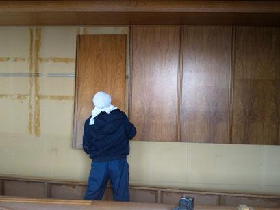 H31.2.18 現社屋会議室にて、移設のための解体作業が始まりました。