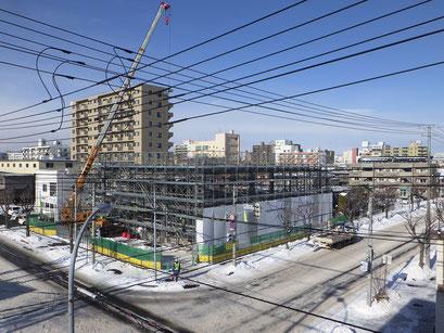H30.12.13 鉄骨建方が完了、建物の概形が見えてきました。