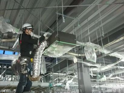H31.1.16 2階フロア天井配管施工の様子です。