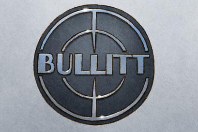 L'emblème Bullitt apparait à gauche du texte descriptif de la voiture