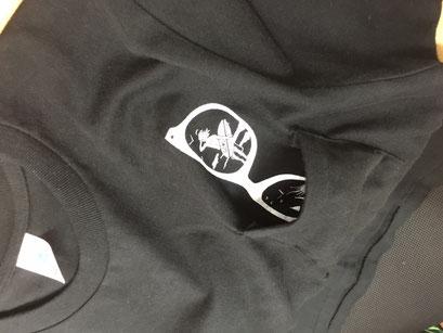【ポケット内側プリント】特殊なセット台で在り物のポケット付きTシャツのポケット内側にプリントが可能です。