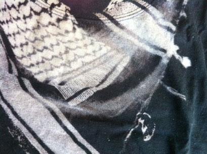 【抜染プリント】 ボディの染料を特殊なインクで抜くプリント手法。