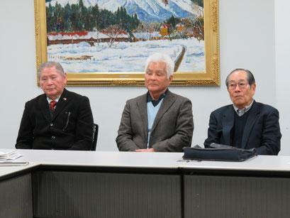 六球会説明 右から長谷川さん(S32卒)、原田さん(S35卒)、古賀さん(S38卒)