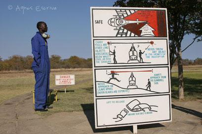 Panneau d'invitation à la prudence ! - Zambie août 2007