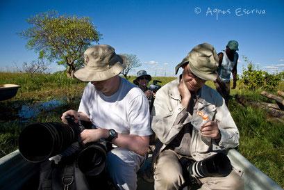 Préparatifs avant départ pour une ballade en bateau - Zambie mai 2009