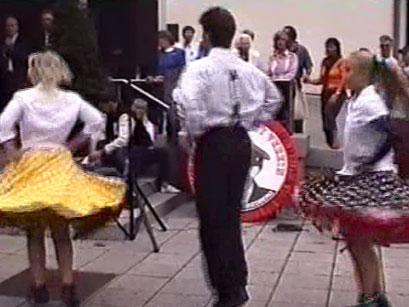 Die Lollipops mit Tanzdarbietungen - Screenshot Elvis-Festival 2000, Elvis-Archiv Bad Nauheim