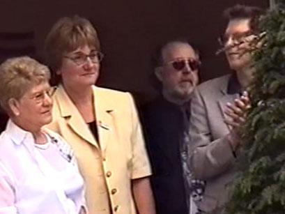 Rosie Jürgens, Heide Halwe, Bernd Wittler, Prof. Dr. Friedrich-Karl Feyerabend - Screenshot Elvis-Festival 2000, Elvis-Archiv Bad Nauheim