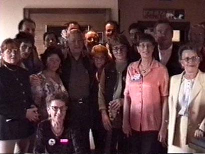 Erinnerungsfoto des Elvis Presley Club mit Scotty Moore- Screenshot Elvis-Festival 2000, Elvis-Archiv Bad Nauheim