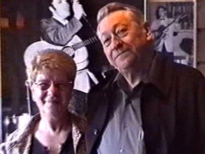 Scotty Moore mit Rosie Jürgens - Screenshot Elvis-Festival 2000, Elvis-Archiv Bad Nauheim