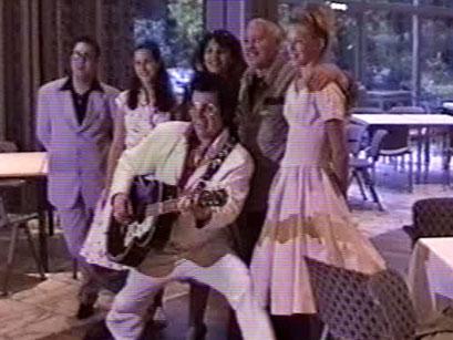 Posing - Screenshot Elvis-Festival 2000, Elvis-Archiv Bad Nauheim