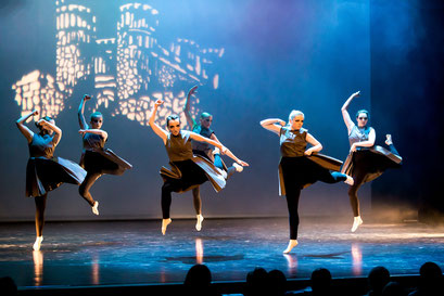 """Tänzerinn der Academie de Danse in der Aufführung von """"Lovor & Milian"""" im Lessing Theater Wolfenbüttel"""