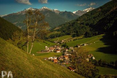Blick auf Weißenbach im Herbst