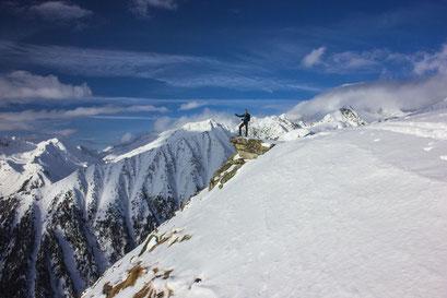 Mit einer herrlichen Aussicht werden Skitourengeher nach dem anstrengendem Aufstieg belohnt