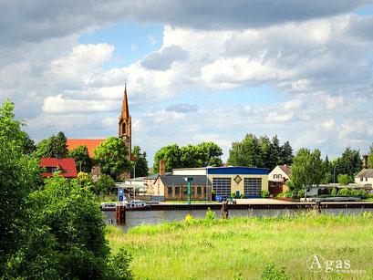 Bad Freienwalde - Hohensaaten, Ortsansicht mit Kirche