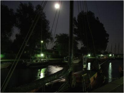 Hafen Wustrow im Mondlicht