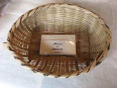 ボテバスケット(S)(新潟県) ¥3,900+tax  サイズ:L約32㎝×W約21㎝×T約9㎝ 収納棚などに収納しやすいかたちです。