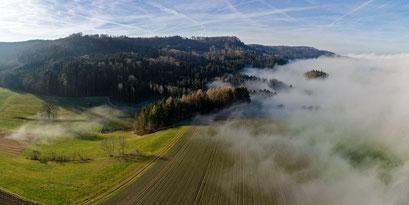 Nebelobergrenze am Irchel bei SW-Wind.