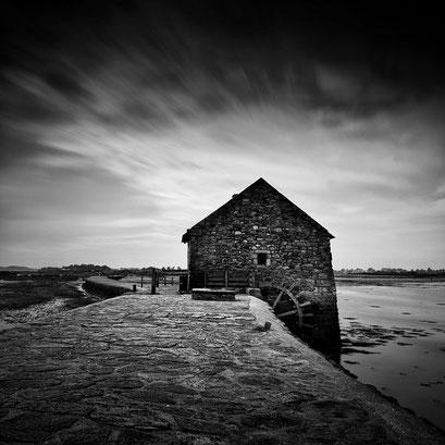 Le passage du moulin à marée, l'ile d'Arz. Bretagne. France 2014