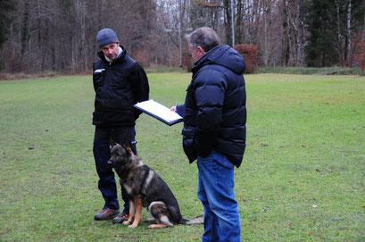 """Jörg mit """"Enzo"""" und Leistungsrichter Norbert Schulz"""