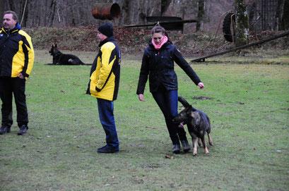 Julia Mittermaier mit Nanu von der Wolfskralle