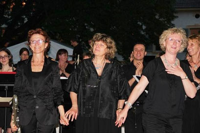 Avec/With Arlette DELUCHE et/and Michèle WEBER (chef et organisatrice de l'OFR/Conductor and organisator of OFR)