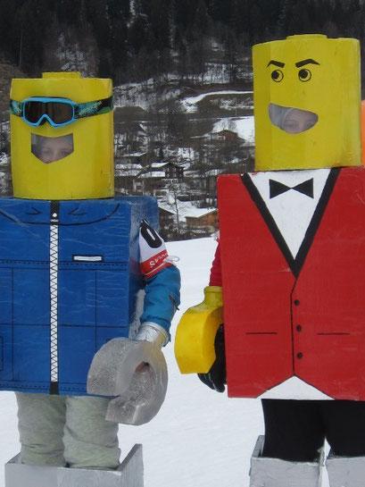 Nadine und Selina Lötscher Lego Mändli