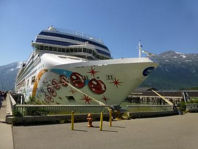 Grosse Kreuzfahrt-Schiffe in Skagway, Alaska