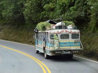 Chiva heissen diese zu Bussen umgebauten Lastwagen - ein Klassiker