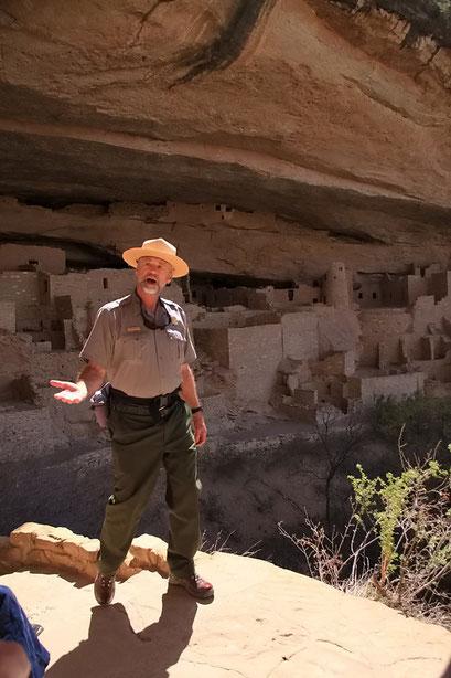 Tour Guide bei den Pueblo Ruinen