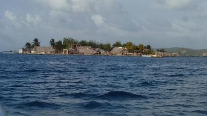 ... und mit dem Schnellboot vorbei an den Inseldörfern ans Festland