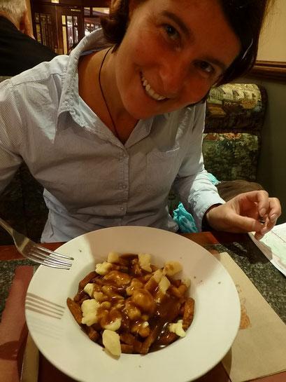 DIE Spezialität in Québec: Putin (Pommes Frites mit Bratensauce und Käse)