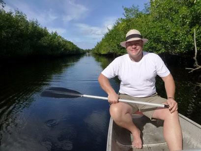 Mit dem Kanu durch die Mangroven paddeln