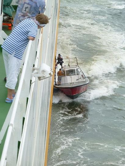 Der Lotse kommt an Bord