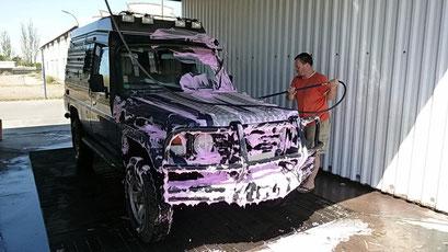 Auch das muss mal sein - das Auto auf pink trimmen!