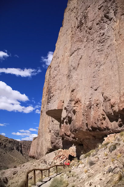 Klippen über der Cueva de los Manos