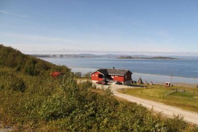 Bauernhöfe weit jenseits des Polarkreises