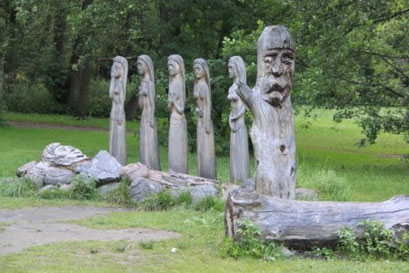 Mystische Holzfiguren