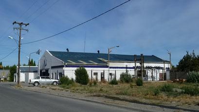 Elektrizitätswerk in Villa Perito Moreno, mitten in der Stadt...