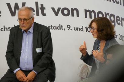 Dr. Rupert Graf Strachwitz (Maecenata Institut) und Prof. Dr. Annette Zimmer (Institut für Politikwissenschaft der Universität Münster) beim II. Hessischen Engagementkongress 2021 an der Ev. Hochschule Darmstadt.   © Foto: S. Schlitt, EKKW