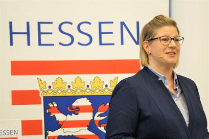 Claudia Spruch (LandesEhrenamtsagentur Hessen) beim II. Hessischen Engagementkongress 2021 an der Ev. Hochschule Darmstadt.   © Foto: S. Schlitt, EKKW